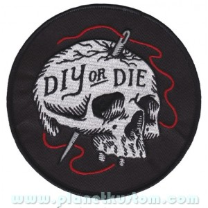 Patch ecusson skull DIY or DIE aiguille fil rouge couture crane